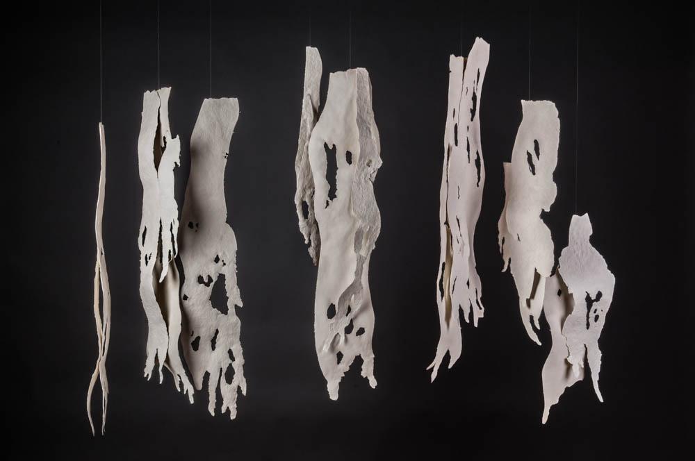 Blanco sobre Blanco. Papel de algodón y acrílico. 105 x 143 x 27cm.- 2017